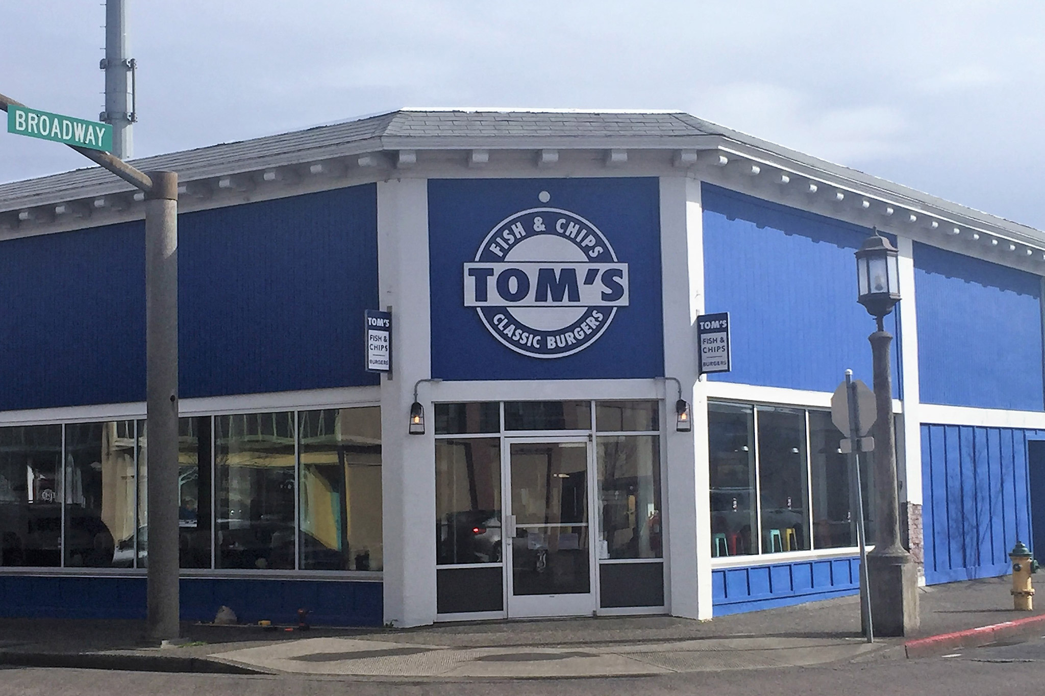 Toms-Seaside-Restaurant-exterior